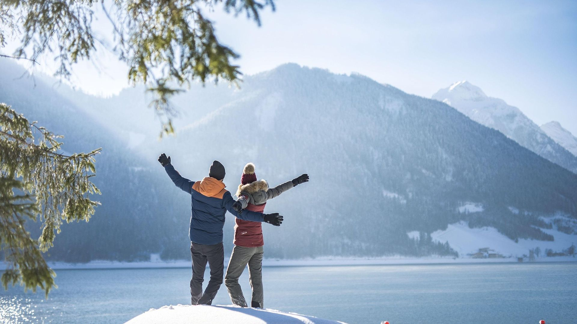 Experience winter together at Lake Achensee in Maurach